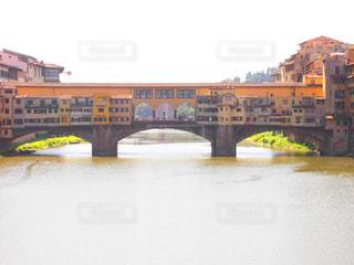 空,建物,橋,街並み,屋外,青空,黄色,川,観光地,水面,旅行,旅,イタリア,Snapmart,素材,フィレンツェ,写真素材,フォトコンテスト