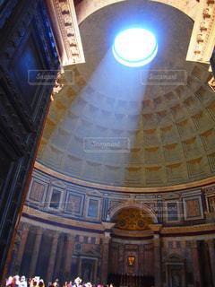 建物,太陽,室内,観光地,ローマ,アート,光,旅行,旅,イタリア,Snapmart,神殿,太陽の光,写真素材,フォトコンテスト,パンテオン神殿