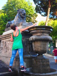 自然,街並み,木,海外,青空,水,観光地,ローマ,女,女子,女の子,旅行,旅,銅像,イタリア,Snapmart,ライオン,写真素材,フォトコンテスト