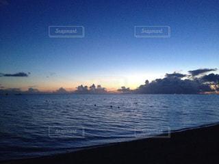 沖縄のナガンヌ島の素敵な朝日の写真・画像素材[1865012]