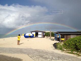 沖縄のナガンヌ島の素敵な虹の写真・画像素材[1868590]