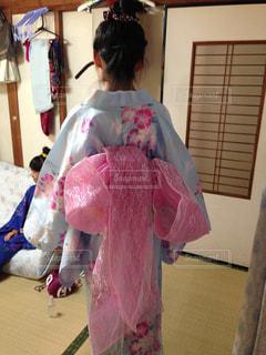 ピンクのドレスの女の子の写真・画像素材[1409169]