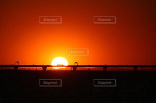 アクアラインに沈む夕陽の写真・画像素材[2856880]