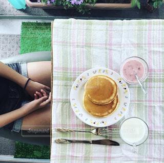 食べ物,カフェ,パンケーキ,屋外,人物,リラックス,人,おうちカフェ,ドリンク,おうち,ライフスタイル,ファストフード,おうち時間