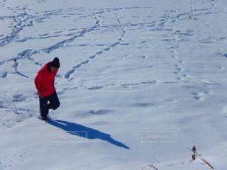 男性,空,冬,雪,雪山,男,人物,人,スキー,ストリート,ホワイト,スキーウェア,銀世界,ウェア,スノー,スノーボーダー,そり