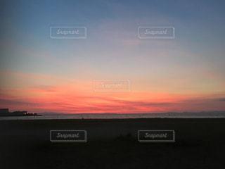 浜辺の夕日の写真・画像素材[2373152]