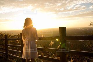 女性,風景,空,秋,屋外,太陽,夕暮れ,光,朝焼け,人,日の出,早朝,サンライズ