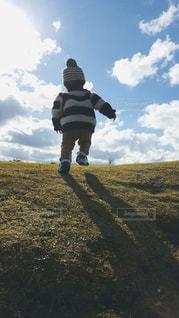 空,公園,子供,丘,元気,未来,男の子,夢,ポジティブ,目標,登り坂
