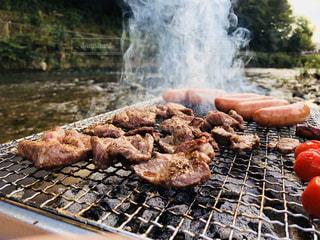 グリルでホットドッグを調理人の写真・画像素材[1641340]