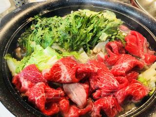 肉と野菜いっぱいのパンの写真・画像素材[1705047]