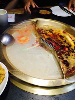 ピザのスライスを皿の料理の写真・画像素材[1705055]