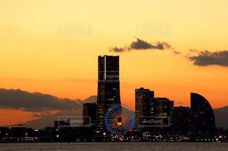 風景,海,空,夕日,富士山,ビル,屋外,赤,雲,綺麗,観覧車,夕暮れ,水面,高層ビル,横浜,夕陽,みなとみらい,茜色,茜