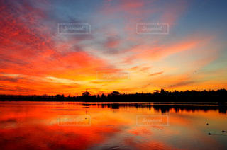 自然,空,夕日,森,赤,綺麗,川,水面,池,アメリカ,反射,夕陽,茜色,茜