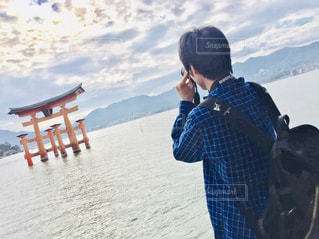 男性,海,空,カメラ,鳥居,宮島