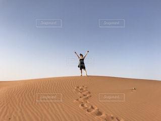 空,バンザイ,足跡,砂漠,未来,天気,夢,ポジティブ,可能性,広い空の下