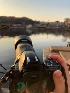 カメラを持っている人の写真・画像素材[1831387]