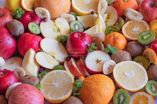 フルーツがいっぱい皿の写真・画像素材[1765194]