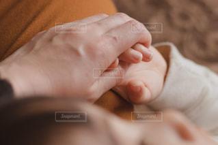 赤ちゃんの手の写真・画像素材[1869768]