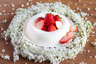 皿にチョコレート ケーキの写真・画像素材[1898431]