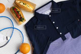 食卓の上の食べ物の皿の写真・画像素材[2139160]