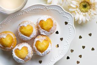 花,ケーキ,白,かわいい,コップ,ハート,カップケーキ,カフェオレ,テーブルフォト,砂糖,ガーベラ,置き画
