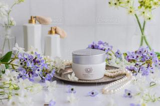 テーブルの上の花瓶の写真・画像素材[2364643]