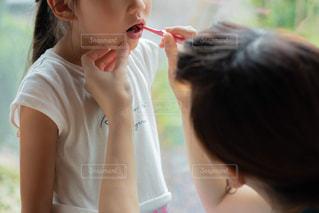 若い女の子が歯を磨いているの写真・画像素材[2465328]