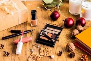美容,コスメ,化粧品,マニキュア,グロス,アイシャドー,アイライナー