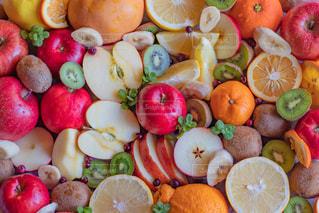 新鮮な果物と野菜の山の写真・画像素材[3151900]