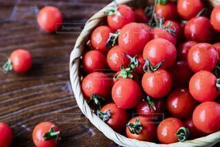 食べ物,夏,赤,かわいい,水滴,トマト,野菜,ミニトマト,食品,たくさん,新鮮,食材,夏野菜,フレッシュ,ベジタブル,ザル