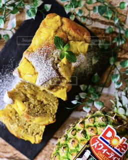 パイナップルバナナパウンドケーキの写真・画像素材[1830591]