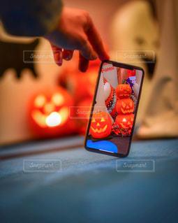 ラップトップを使用する人のクローズアップの写真・画像素材[2770348]