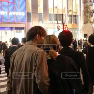 群衆の前に立つ人々のグループの写真・画像素材[2264522]