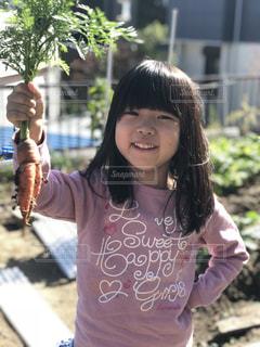 畑の少女の写真・画像素材[1619031]