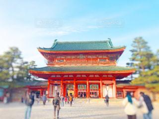 大きなオレンジ色の建物の写真・画像素材[1677001]