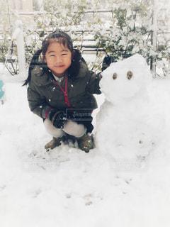 冬,ファミリー,雪,庭,屋外,白,女の子,人,笑顔,雪だるま,可愛い,ホワイト,積雪