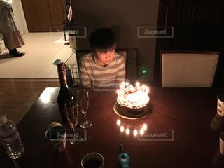 キャンドルとバースデー ケーキの写真・画像素材[1667889]
