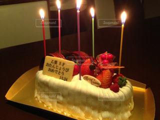 キャンドルとバースデー ケーキの写真・画像素材[1667934]