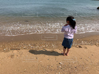 娘、海岸で黄昏可愛いの写真・画像素材[2146529]