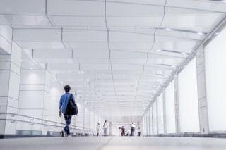 夜,東京,白,ライト,都会,道,通路,地下道,歩道,新宿,明るい,都庁,奥行き,地下,コンコース,東京都庁