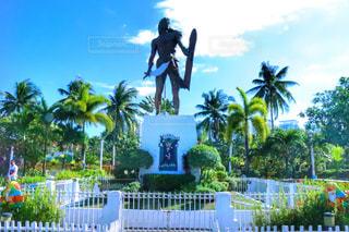 観光地,鮮やか,旅行,銅像,フィリピン,海外旅行,観光スポット,セブ島,日中,ラプラプ像