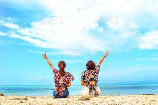 海,空,雲,後ろ姿,旅行,おそろい,友達,沖縄旅行,双子コーデ,夏日,夏服,半袖,半そで