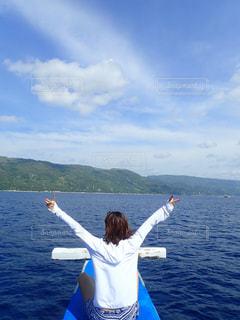 女性,海,空,屋外,後ろ姿,船,人物,背中,人,後姿,フィリピン,船上,セブ島