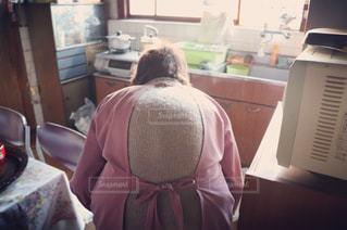 祖母の背中の写真・画像素材[2437186]
