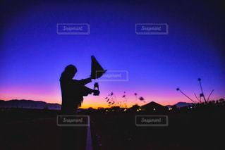 日没の前にトラフィック ライトの写真・画像素材[844158]