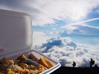 空,富士山,絶景,雲,登山,卵焼き,弁当,雲海,鮭,梅干し,炊き込みご飯,フォトジェニック,格別,トレイ