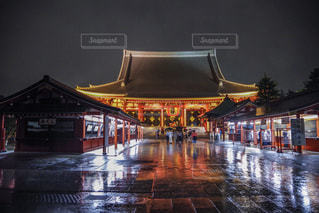 夏,夜,雨,傘,屋外,東京,浅草,浅草寺,夜間,文化,梅雨,天気,通り,仲見世通り,雨の日