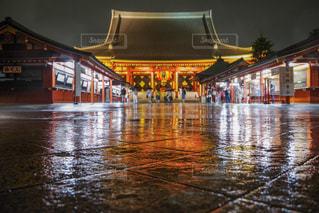 雨の日の浅草の写真・画像素材[2177646]