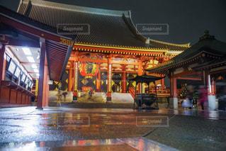 雨の日の浅草の写真・画像素材[2177649]