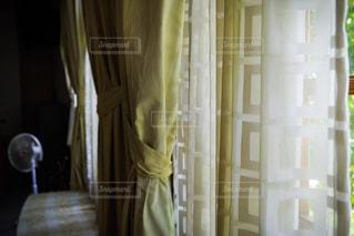 夏の窓辺の写真・画像素材[2177657]